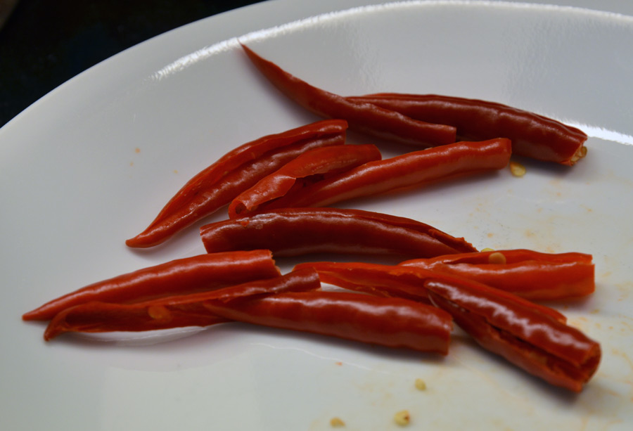 chili-de-arbol-peppers-seeded