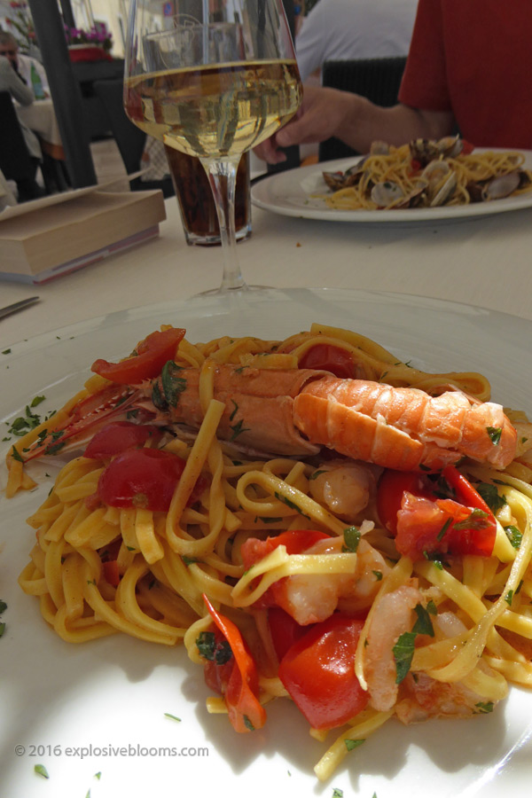 betty-cafe-prawn-pasta