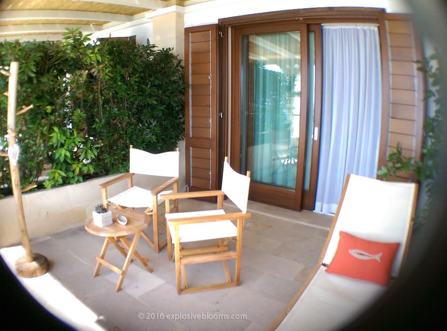Le-Capase-balcony